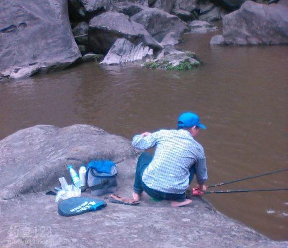 只有我等痴迷钓鱼的人才有如此疯狂的举动