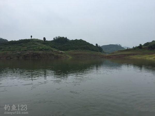 哥俩爽钓长湖涨水鱼