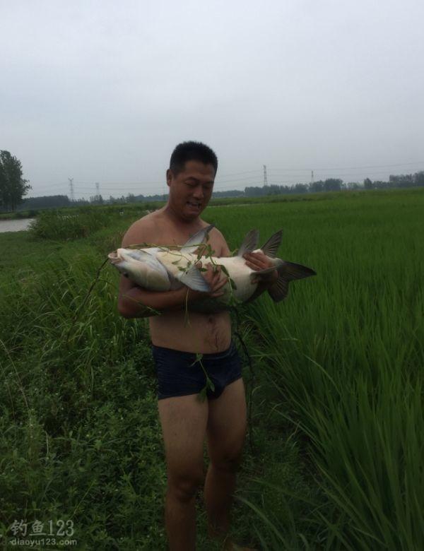 为了纪念这一刻,虽然鱼不是很大