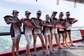 美女钓手深海抽铁板爆钓海狼鱼和烟仔鱼
