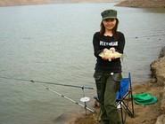 根据鱼的栖息和觅食习性选择钓位和钓点