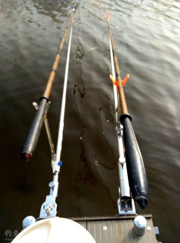 鱼饵:红虫颗粒打窝,红虫垂钓。