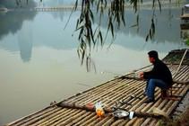 初秋季节钓鱼时的钓点选择