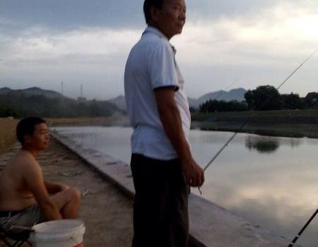 勇战寿昌江2之我的寻草梦 自制饵料钓草鱼