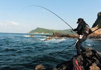 海竿中鱼之后的正确收线方法避免跑鱼