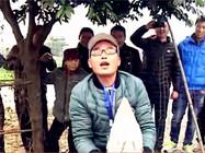 《钓鱼视频》 钓友遛翻50斤大鲟鱼