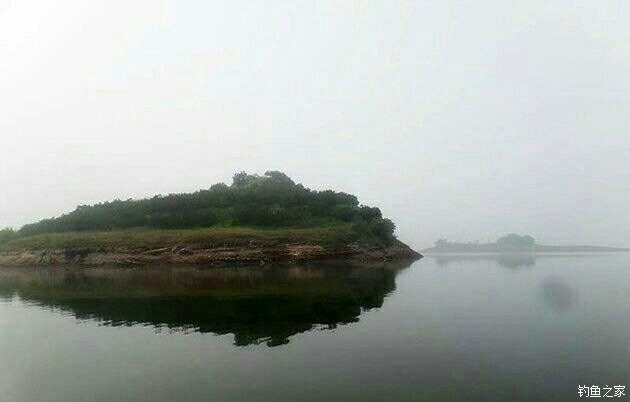 单子线挂虫饵喂近钓远 长寿湖寻鳜鱼连上