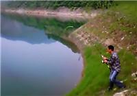 《水库钓鱼视频》 风景秀丽的水库海竿钓大鱼