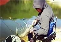 《水库钓鱼视频》 秋季水库钓获大草鱼