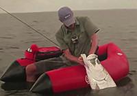 《水库钓鱼视频》 男子水库路亚专钓大鱼