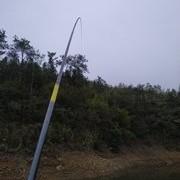 仲春开始玩夜钓,选择钓位有4选4不选,选准钓位,下竿就能上鱼