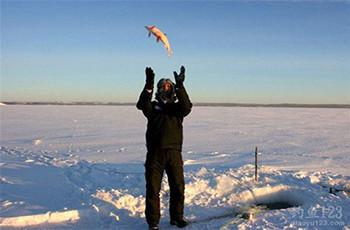 冬季釣鯽魚如何選釣位?老釣友給你分享多年技巧!