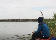 《户外老曹》冬季钓鱼实战:多做窝,钓深水,大鲫鱼在等着你!