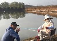《白条游钓》 87岁钓鱼阿婆,退休后租房钓鱼,一钓就是5年!
