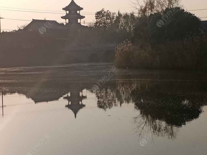 土山老街围河
