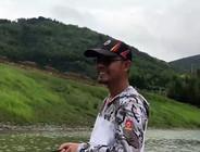 《户外老曹》  路亚实战:老曹为了解锁新鱼种,居然还被爆了竿!