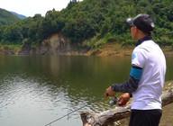 《蓝旗鱼路亚》小水库麦穗鱼钓翘嘴,微物清溪江被拉成大弯!