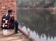 《谷麦钓手石头》石头带着他使用多年钓大鱼的滑漂竿和使用方法来了