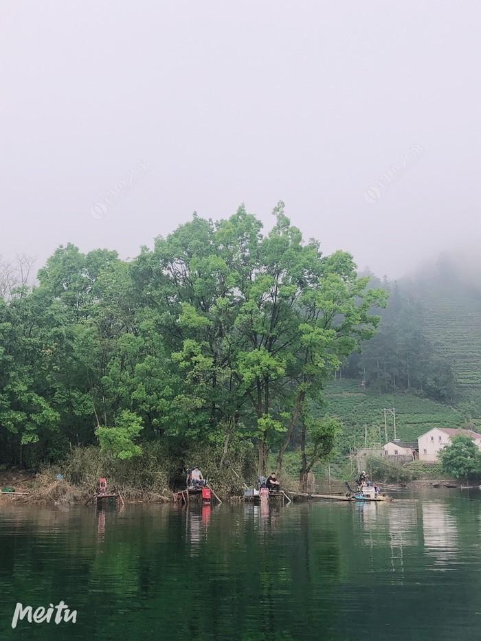 曙光湖畔垂钓