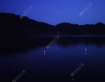 战渔港秋夜,无浪却有风有云!