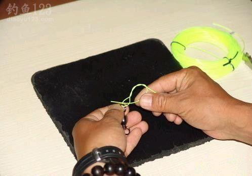 路亞釣法中的魚線快速打結方法