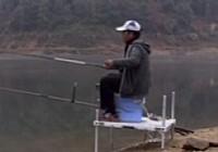《化绍新钓鱼视频》抛竿技巧分析