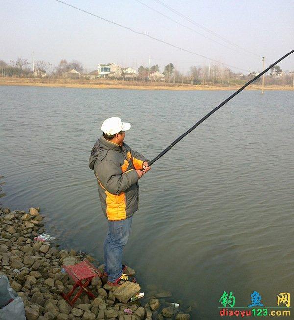 冬季长竿短线钓鲫鱼